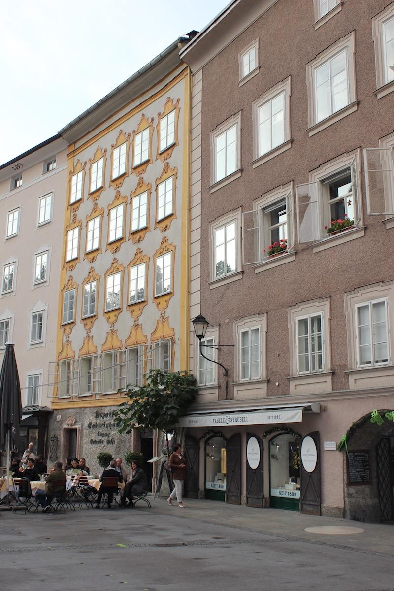 Университетская площадь и дом Моцарта