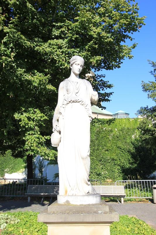 Статуя Гебеи в Верхнем парке