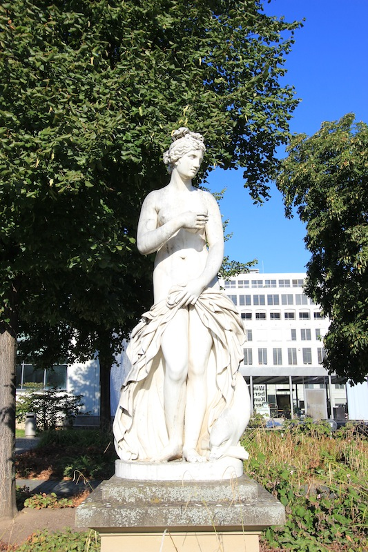Статуя в Верхнем парке