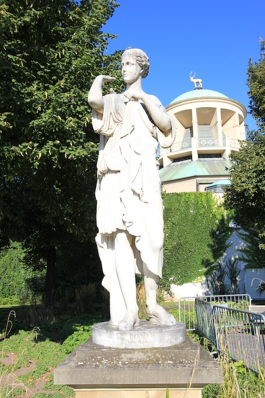 Статуя Дианы в Верхнем парке