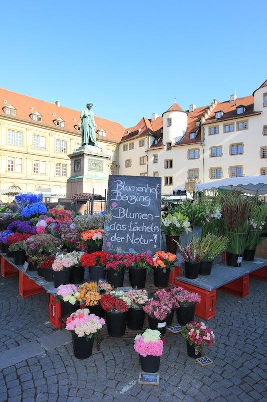 Цветочный рынок на площади Шиллера