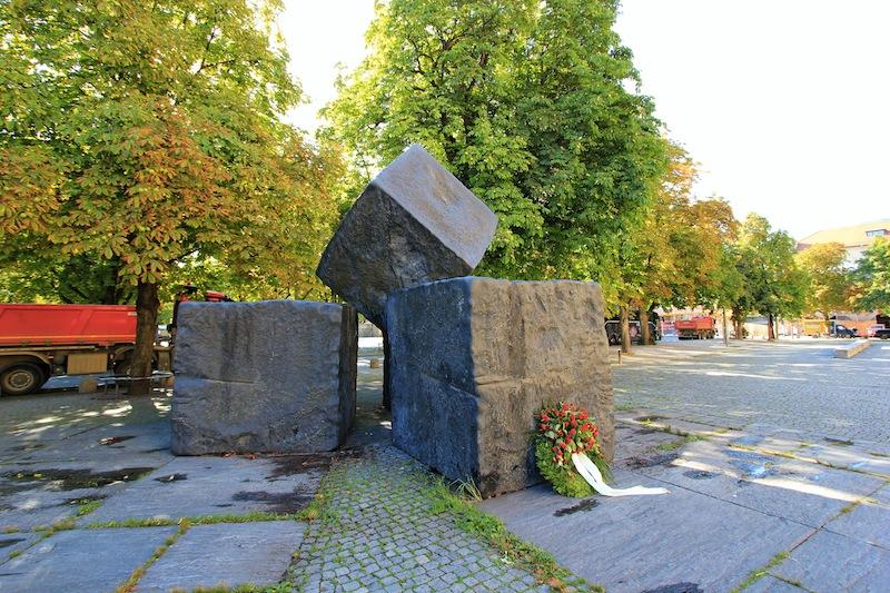 Мемориал на площади перед Старым замком