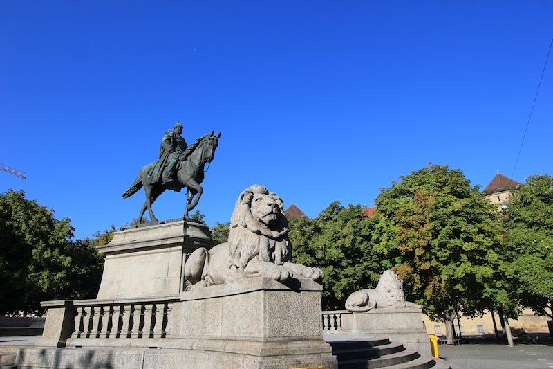 Конная статуя кайзера Вильгельма I на площади Карлсплац