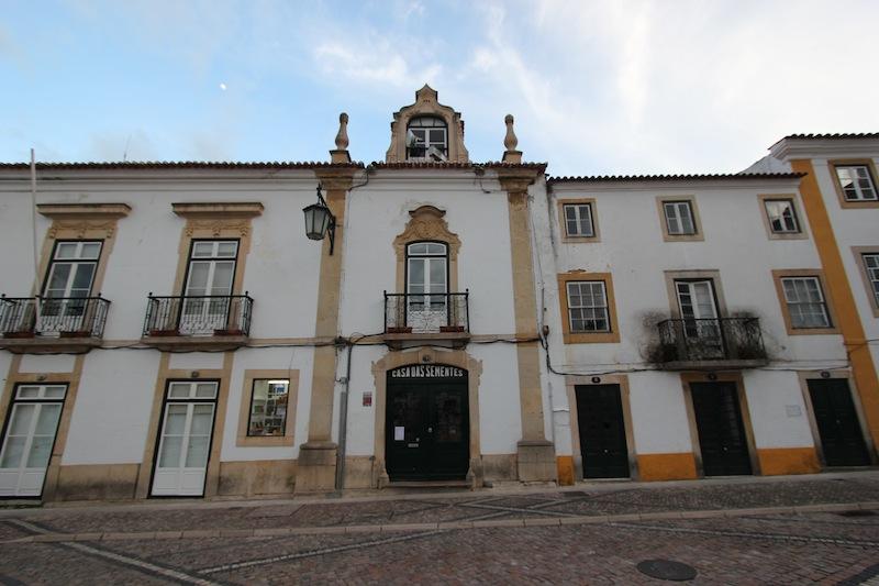 Историческое здание на площади Республики