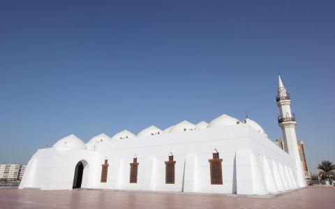 Мечеть на берегу заброшенной лагуны